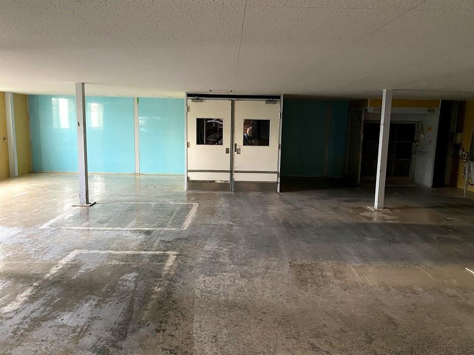 場内検査室の床を塗り替え