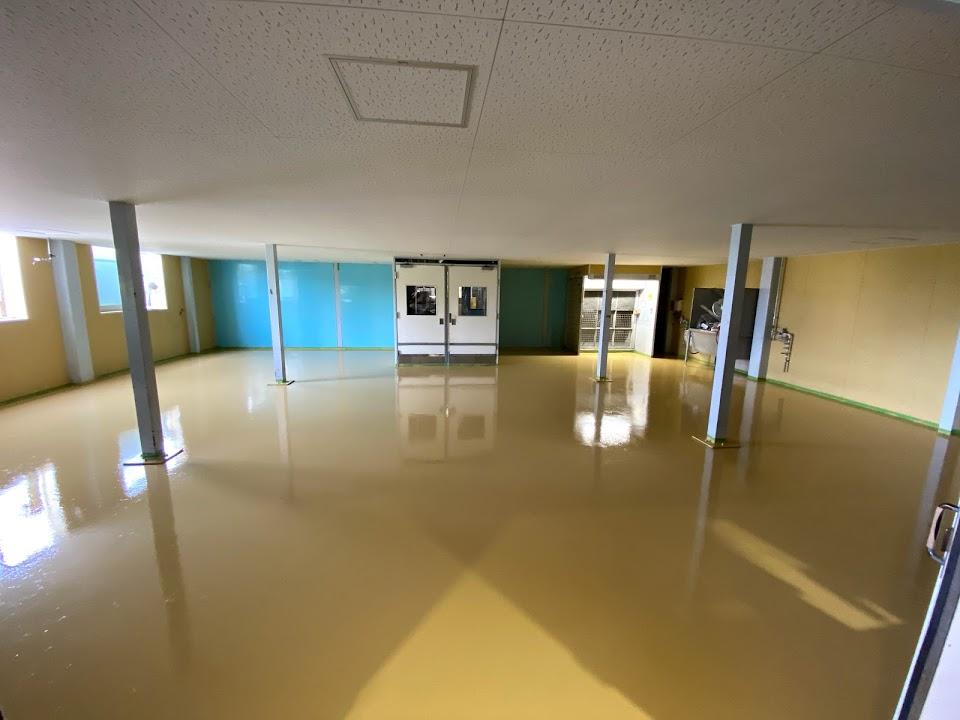 床を塗り替えた後の場内検査室